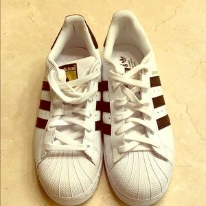 Brand new ladies Adidas Superstar tennis shoes.